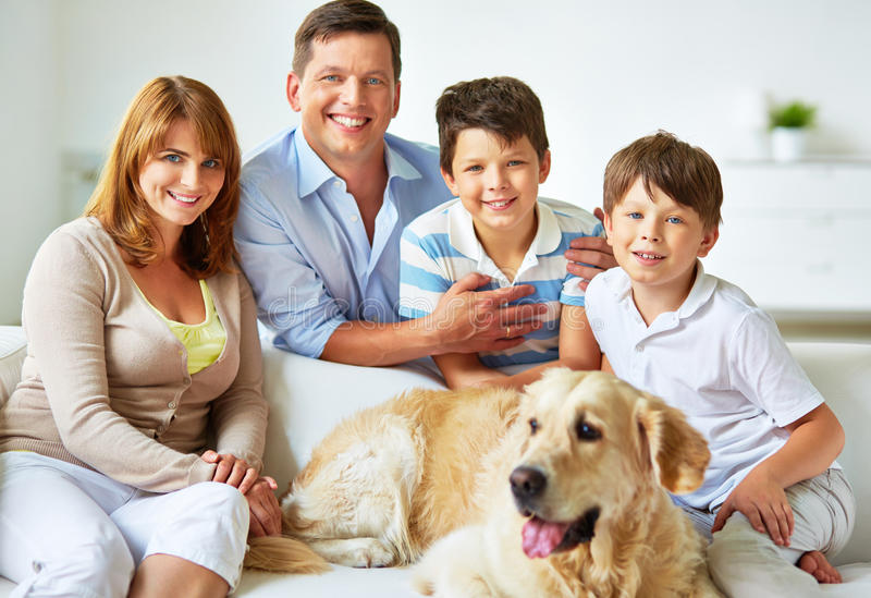 Rustgevende familie royalty-vrije stock fotografie