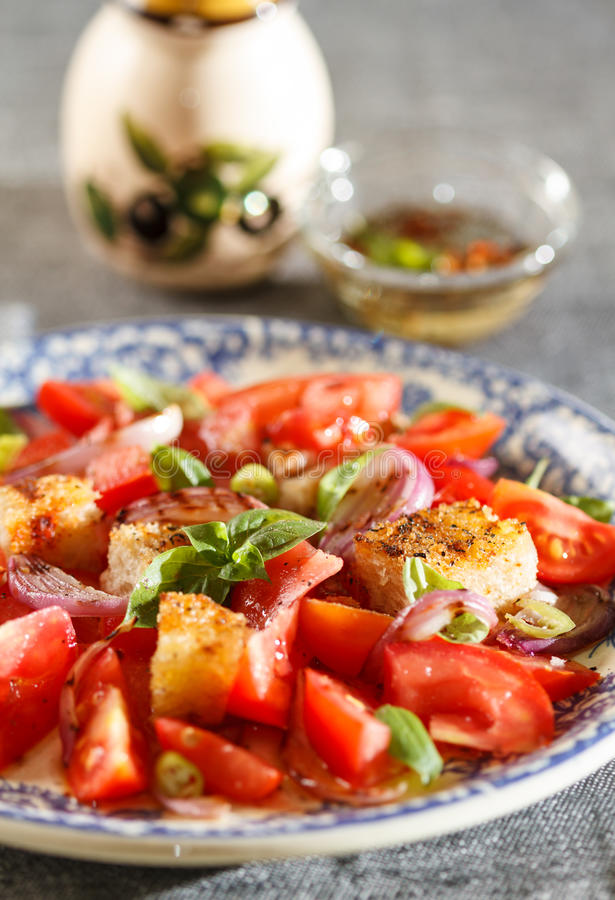 Free Rustic Tomatoes Salad Stock Images - 32260954