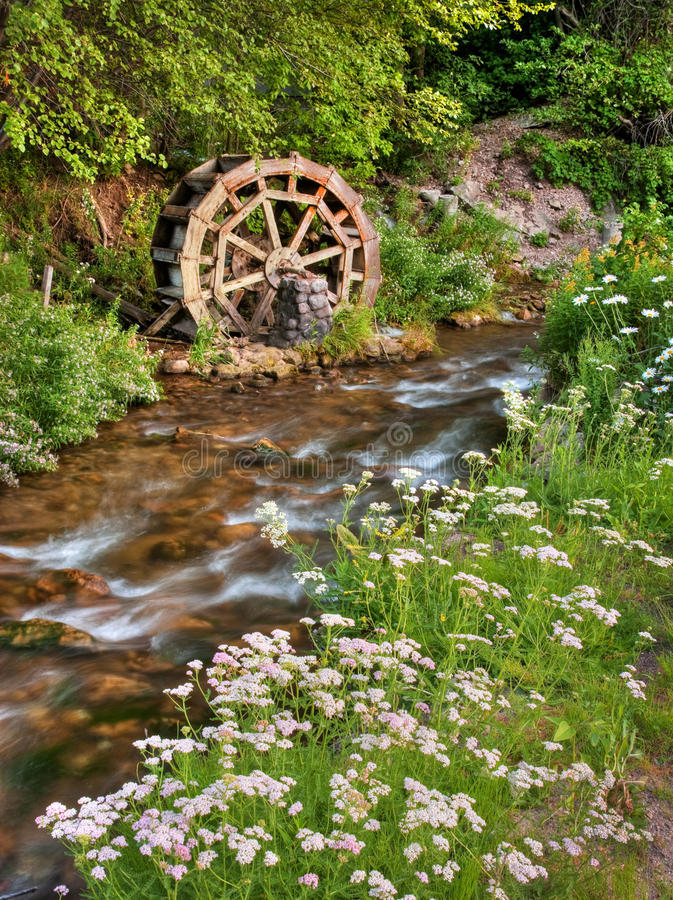 Free Rustic Water Wheel On Scenic Stream Royalty Free Stock Image - 14885466