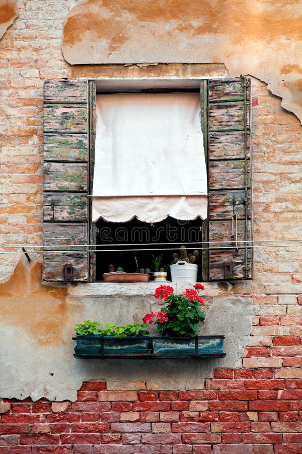 Free Rustic Window With Shutters In Old Venice House Stock Images - 15458384