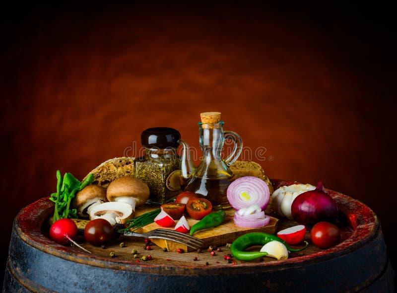 Rustiek vegetarisch voedsel royalty-vrije stock foto's