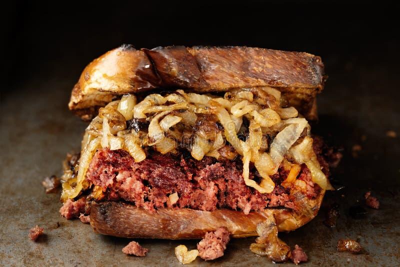 Rustieke cornedbeefsandwich stock foto