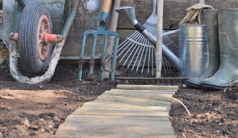 Rustieke het tuinieren hulpmiddelen stock afbeelding