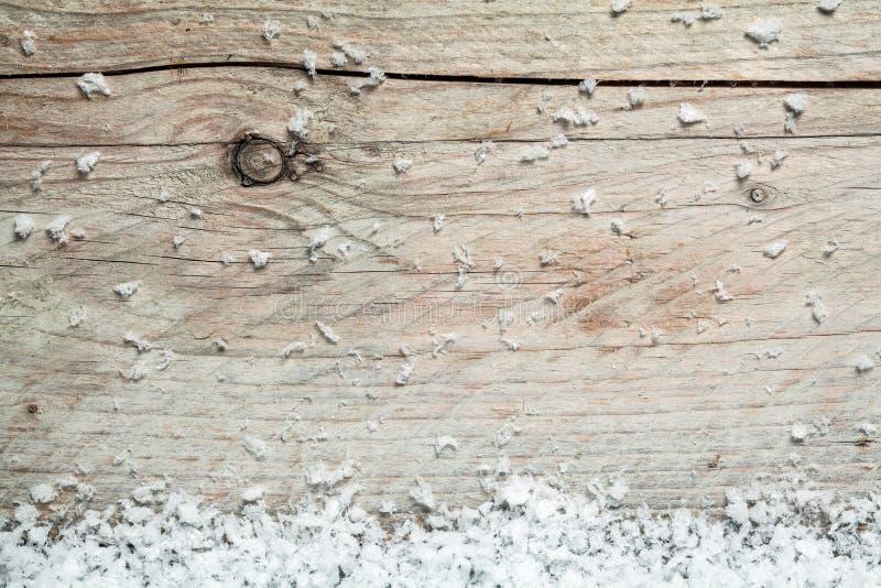 Rustieke houten achtergrond met de wintersneeuw stock fotografie