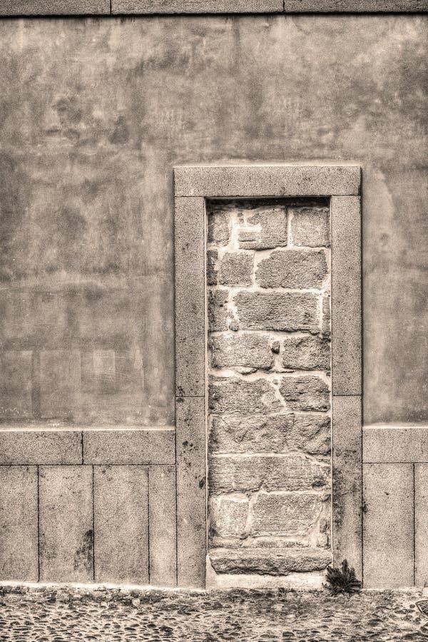 Download Rustieke Ommuren-omhooggaande Deur Stock Foto - Afbeelding bestaande uit boog, building: 54076242