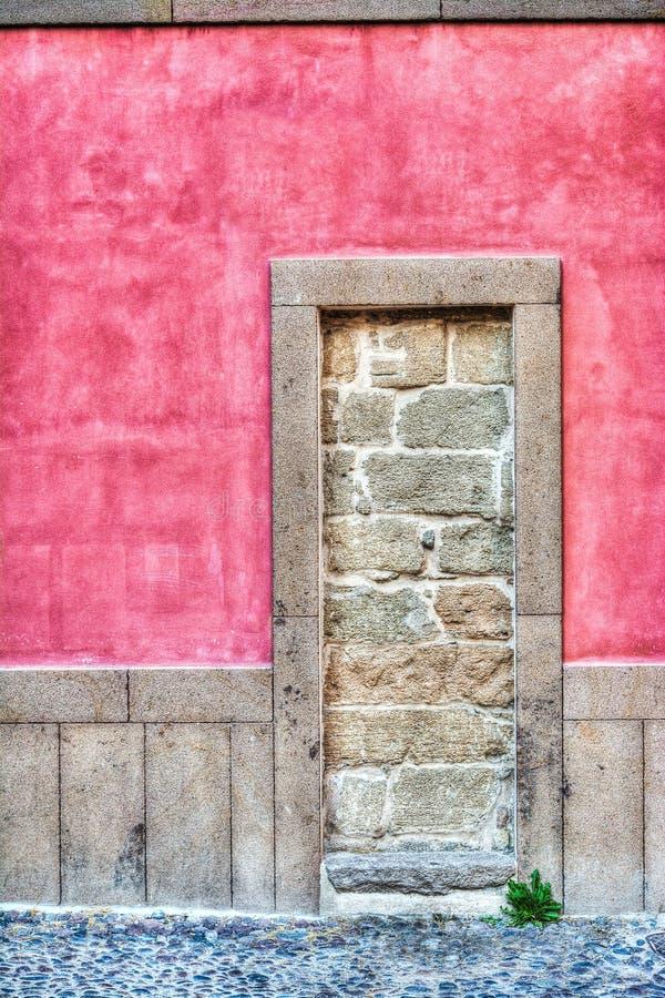 Download Rustieke Ommuren-omhooggaande Deur In Hdr Stock Afbeelding - Afbeelding bestaande uit rechthoek, scène: 54076313