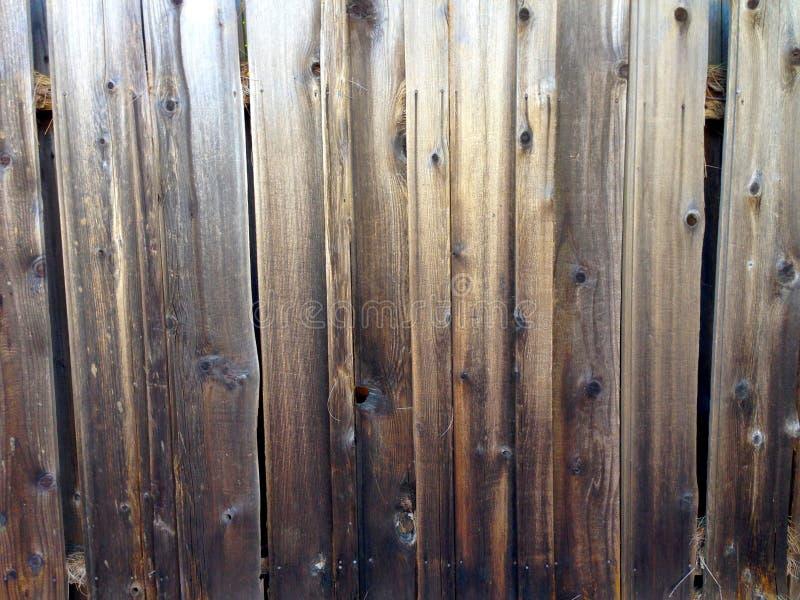 Rustieke oude grungy ruwe houten raads oude houten omheining stock foto's