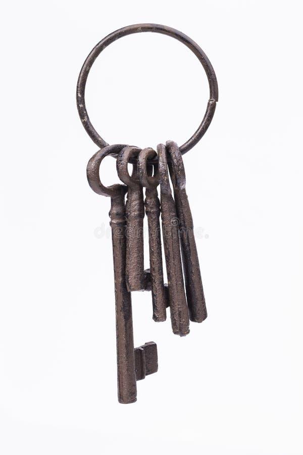Rustieke sleutelring die op wit wordt geïsoleerd stock afbeelding