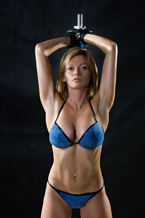 Rustig silhouet van een geschiktheids jonge vrouw boobs stock fotografie