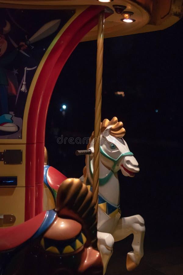 Rustige close-up van een paard van een vrolijk-gaan-ronde, met licht en s royalty-vrije stock afbeelding