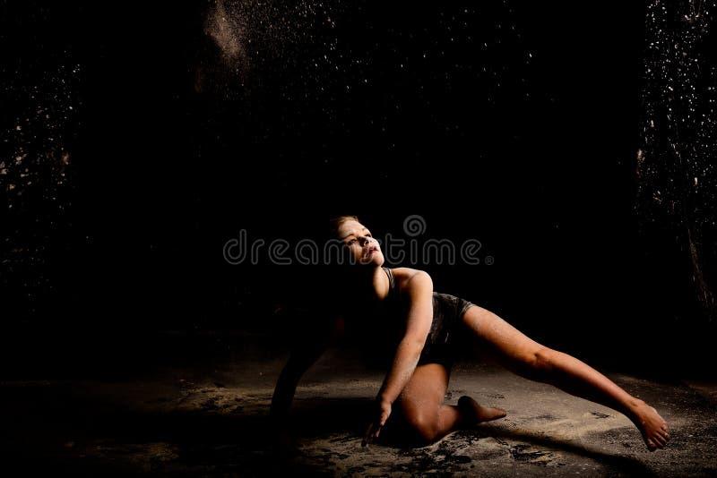 Rustige de grondactie van de poederdanser royalty-vrije stock fotografie