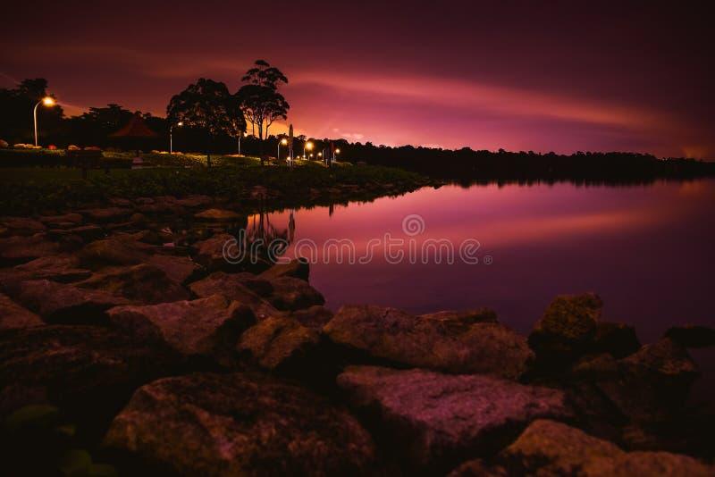 Rustige nacht door het reservoir royalty-vrije stock afbeelding