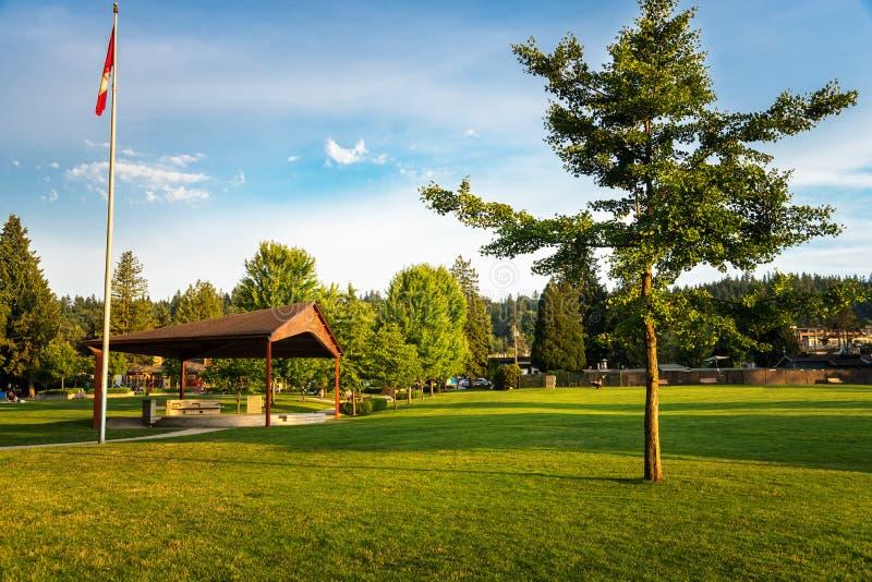 Rustige Scène bij een Openbaar Park bij Zonsondergang royalty-vrije stock afbeeldingen