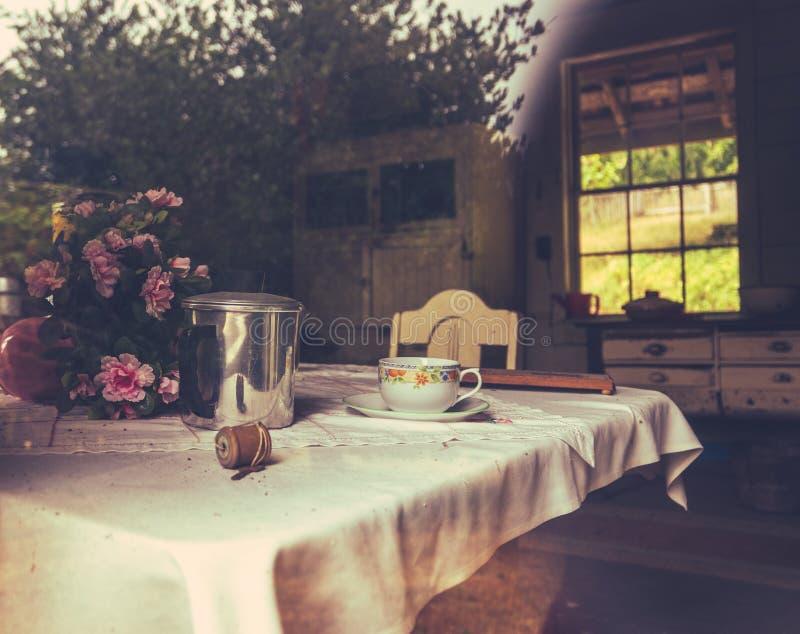 Rustikale Bauernhaus-Küche stockfoto