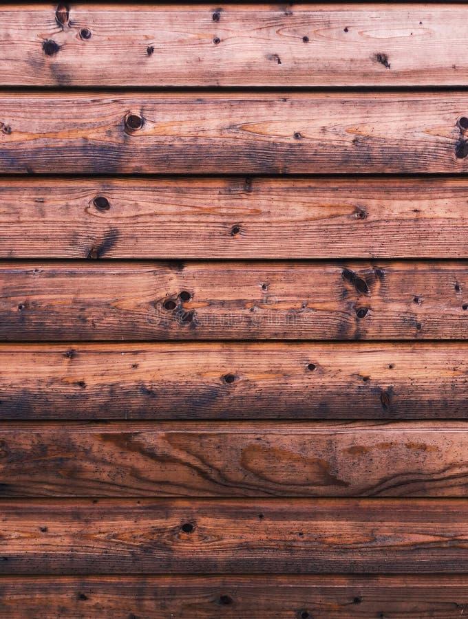 Rustikale hölzerne Planken auf einem Kabinenhintergrund lizenzfreie stockfotografie