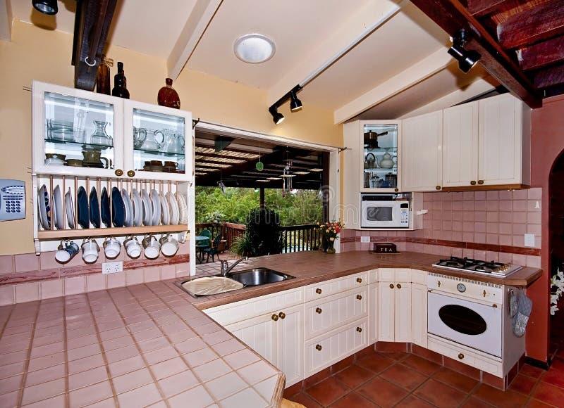 Rustikale Land-Küche stockfoto. Bild von senke, geräte - 15092372