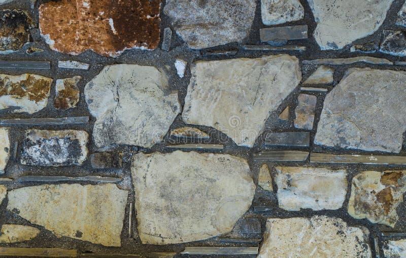 Rustikale Oberteilfelsen-Steinwandbeschaffenheit oder -hintergrund stockbilder