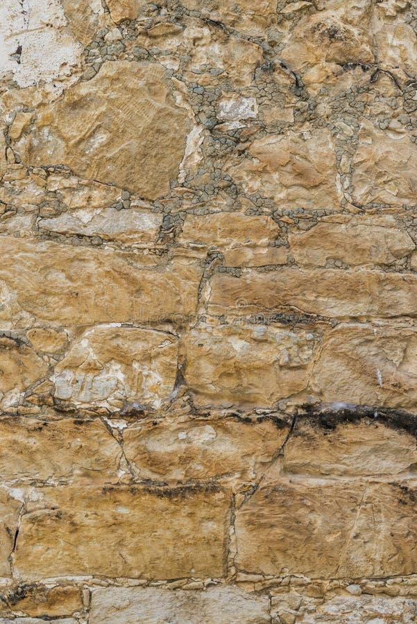 Rustikale Oberteilfelsen-Steinwandbeschaffenheit oder -hintergrund stockfotos