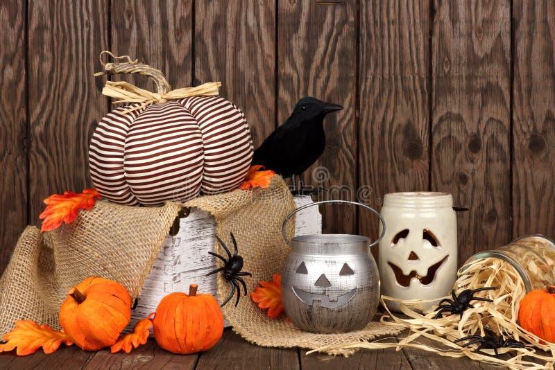 Rustikale schäbige schicke Halloween-Dekorszene stockfoto