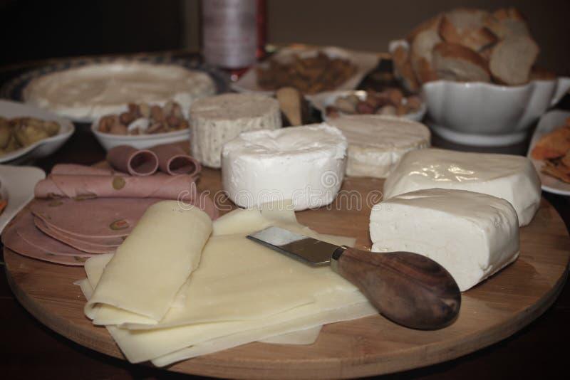 Rustikale Schinken-und Käse-Einstellung lizenzfreie stockbilder