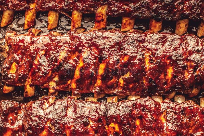 Rustikale Schweinefleisch-Rippen grillen gegrilltes hei?es und w?rzig lizenzfreie stockfotos