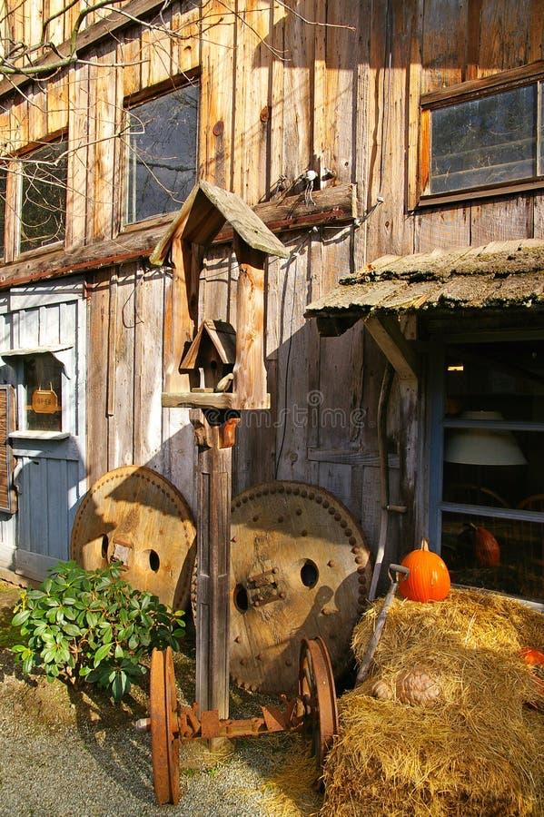 Rustikaler Barde und Yard lizenzfreie stockbilder