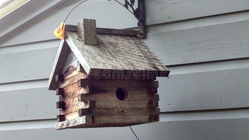 Rustikaler Birdhouse lizenzfreies stockfoto
