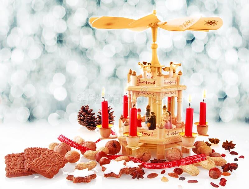 Rustikaler handgefertigter hölzerner Geburt Christis-Kerzenhalter lizenzfreie stockfotografie