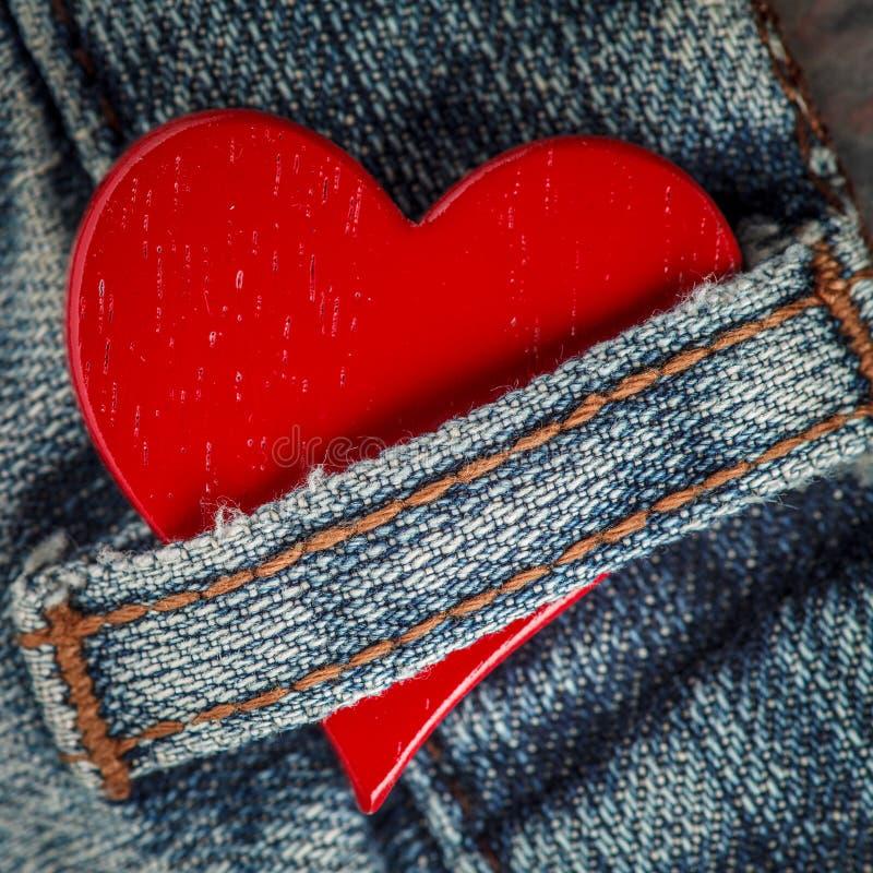 Rustikales rotes Herz lizenzfreies stockfoto