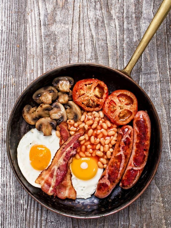 Rustikales volles englisches Frühstück lizenzfreies stockfoto
