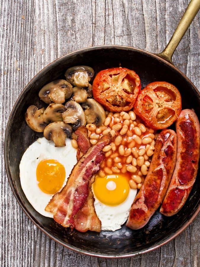Rustikales volles englisches Frühstück lizenzfreie stockfotos
