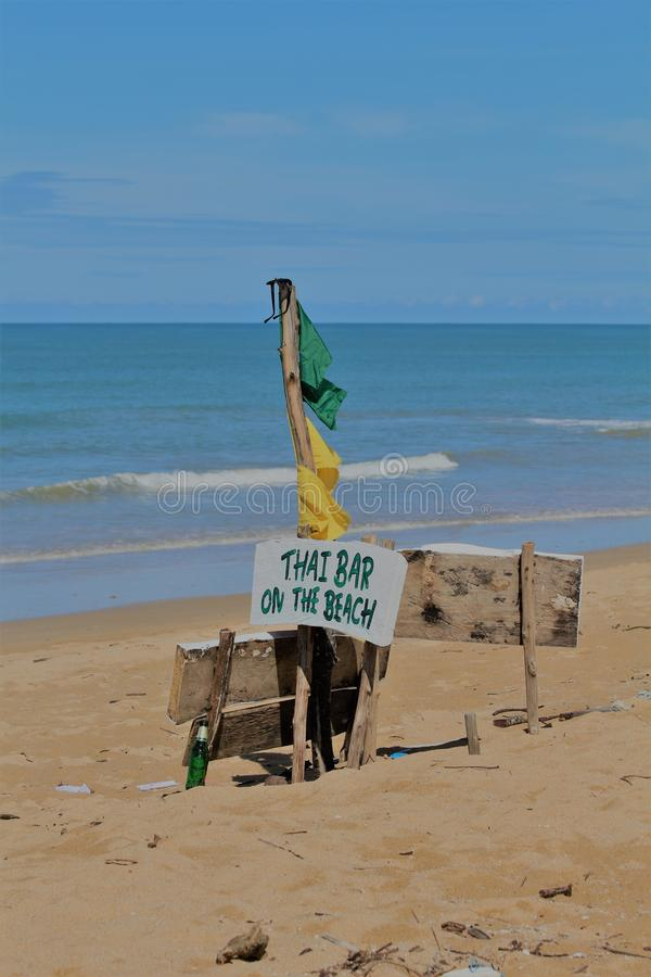 Rustique connectez-vous une plage de la Thaïlande photos libres de droits