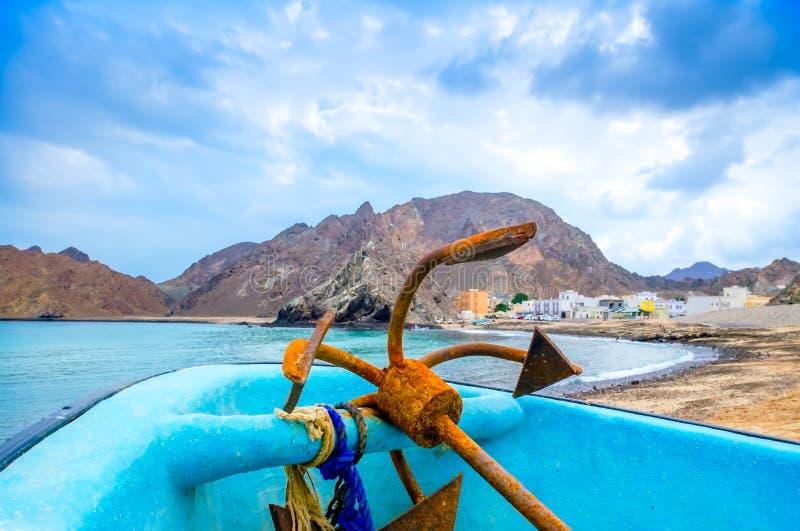 Rusty Anchor op een boot stock foto's