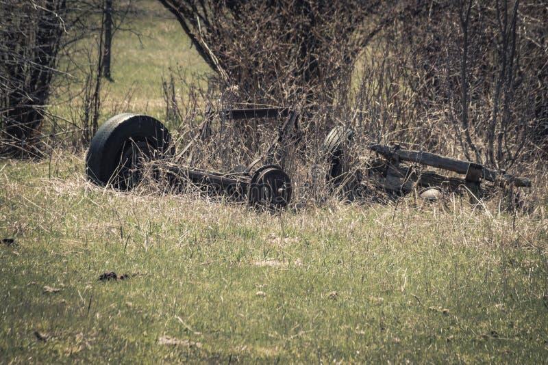 Rusty Broken Truck Axle et roue images stock