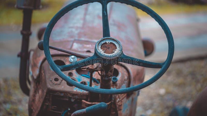 Rusty Car Steering Wheel idoso imagem de stock