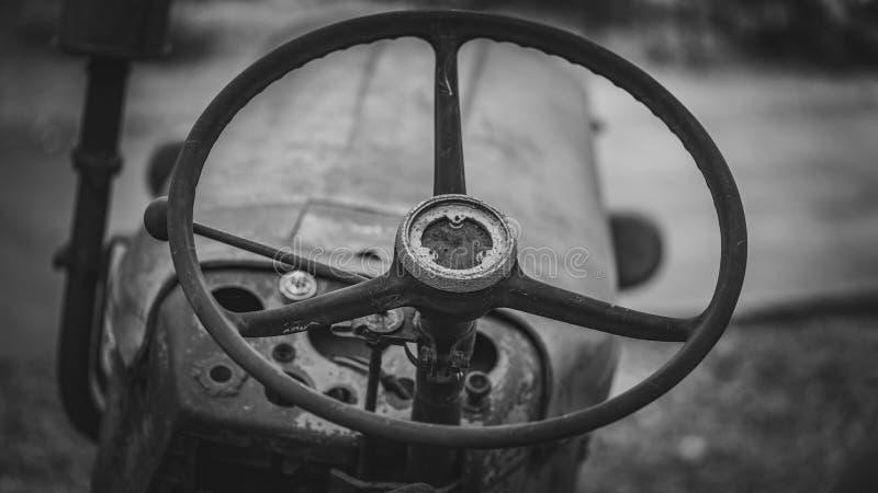 Rusty Car Steering Wheel idoso fotos de stock