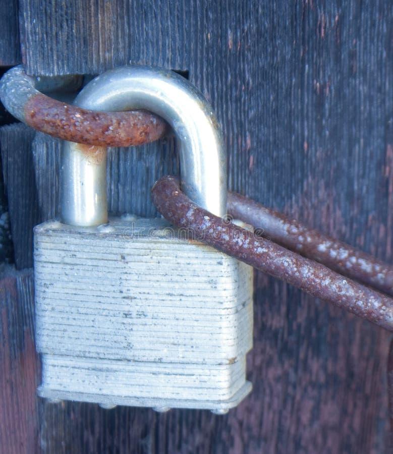 Rusty Chain och hänglås arkivbild