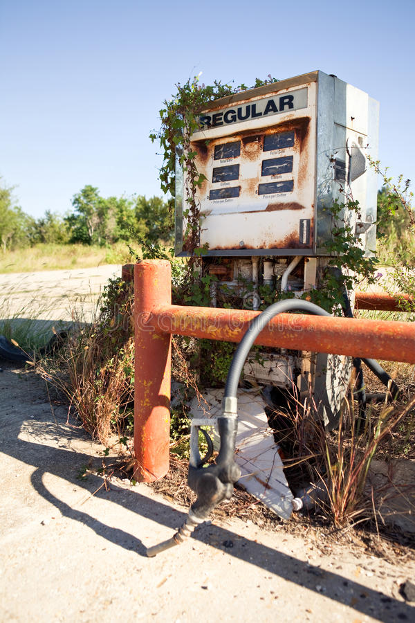 Rusty Decayed Gasoline Dispenser royalty-vrije stock afbeelding