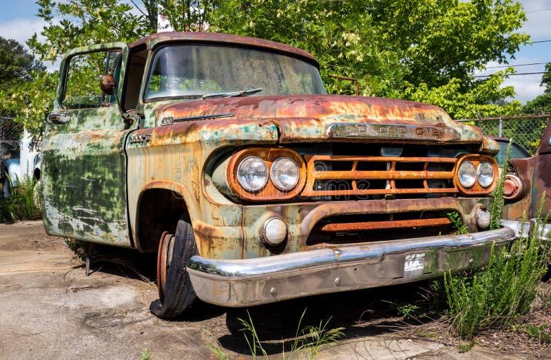 Rusty Dodge stock foto's
