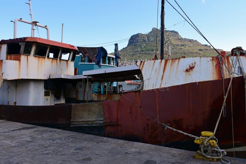 Rusty Fishing Boat Hout fjärd, uddehalvö, Sydafrika arkivbild