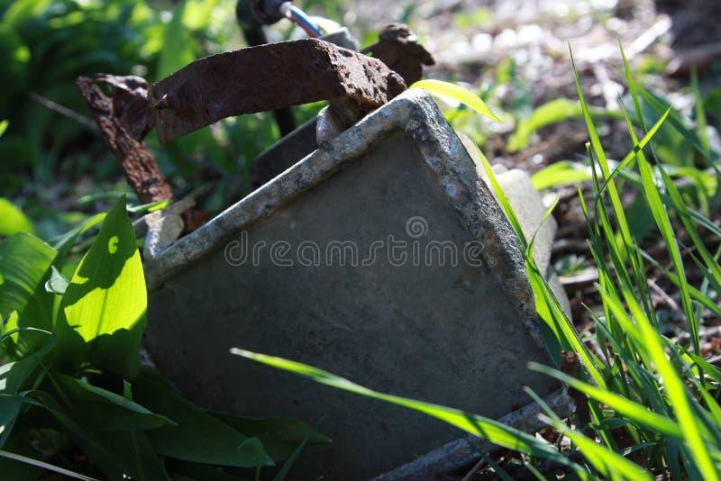 Rusty Floodlight verlaten Verlaten stock afbeeldingen