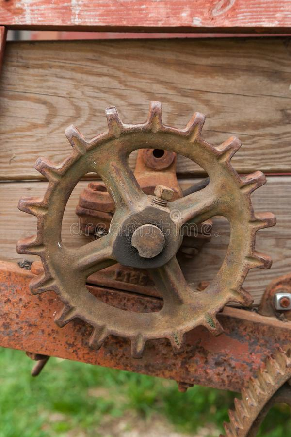 Rusty Gear en la maquinaria agrícola imagenes de archivo