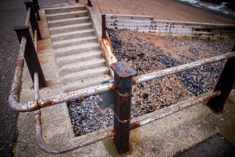 Rusty Hand Rail med trappa arkivbild