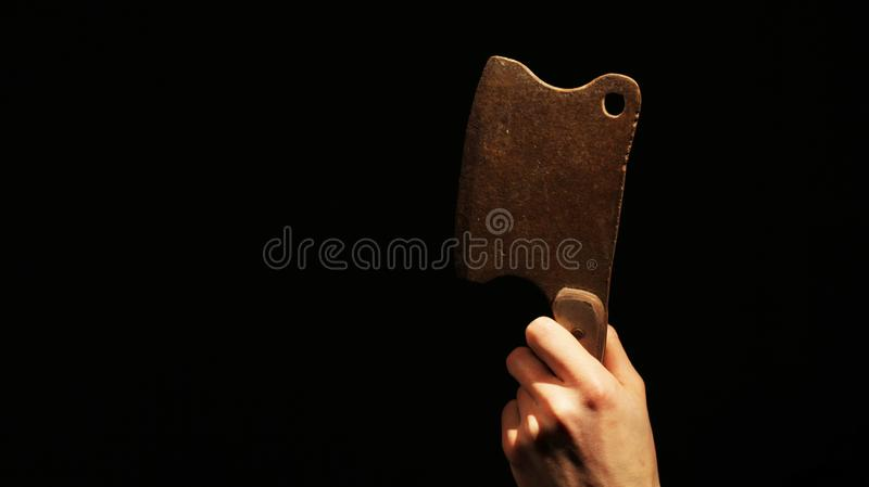 Rusty Hatchet na obscuridade fotografia de stock royalty free