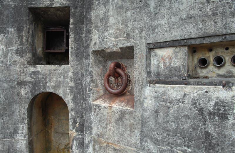 Rusty Iron, Aluminium und Beton stockbild
