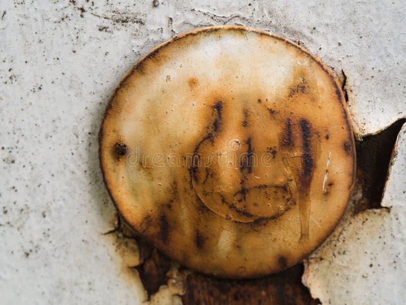 Rusty Knot en la placa blanca foto de archivo libre de regalías