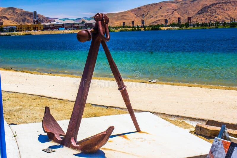 Rusty Maritime Anchor By Beach photographie stock libre de droits