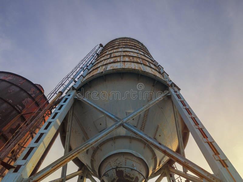 Rusty metalowy silos w opuszczonej fabryce w Bosanski Brod, Bośnia i Hercegowina fotografia royalty free