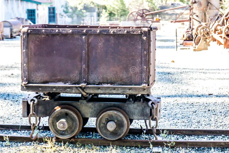 Rusty Mining Ore Cart d'annata immagini stock libere da diritti