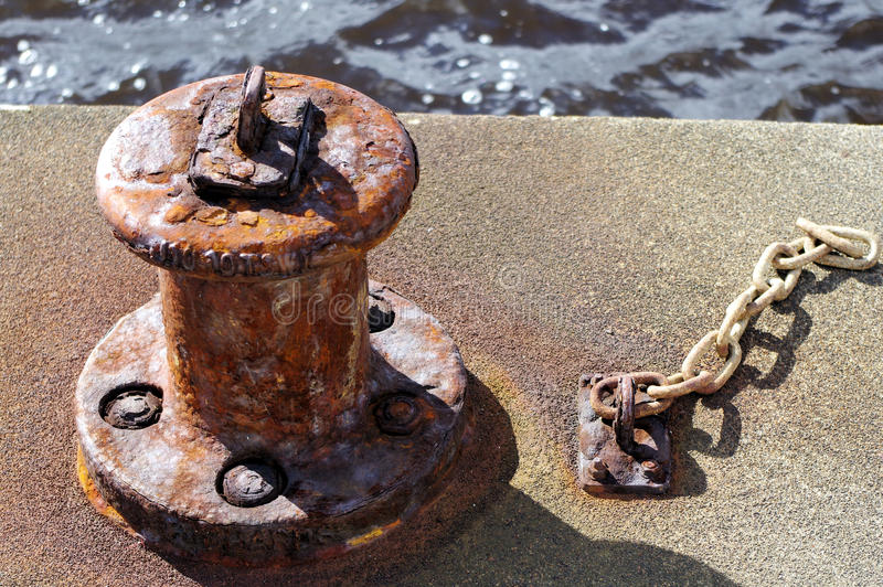 Rusty Old Mooring Bollard foto de stock royalty free